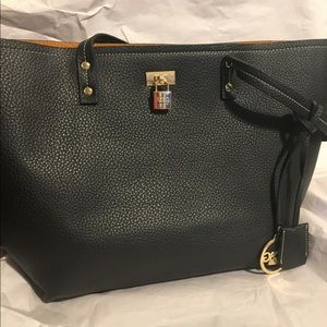 BCBG PARIS TOTE IN GREAT SHAPE HAS LOCK ON FRONT